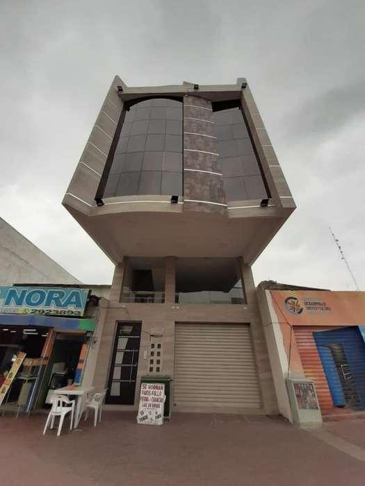 Alquilo local comercial, frente de Super éxito, Av Bolivar, centro de Machala
