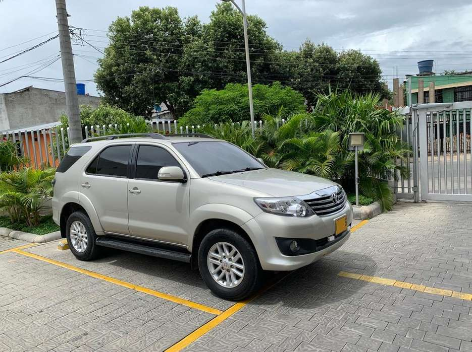 Toyota Fortuner 2014 - 50000 km