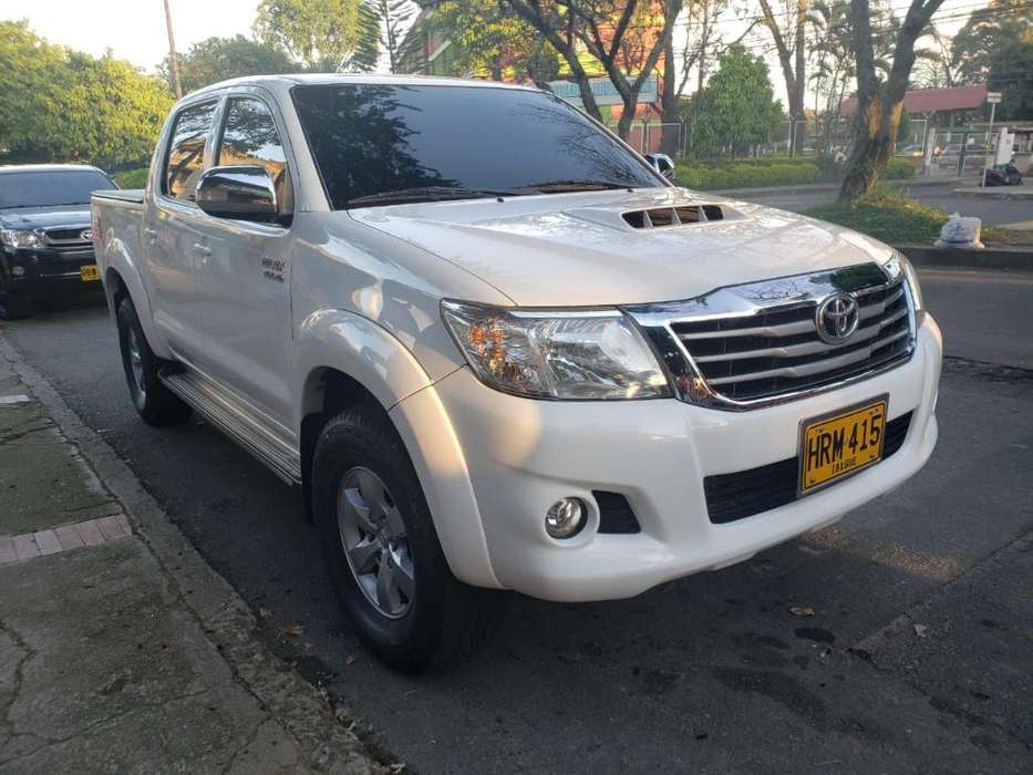 Toyota Hilux 2015 - 104 km