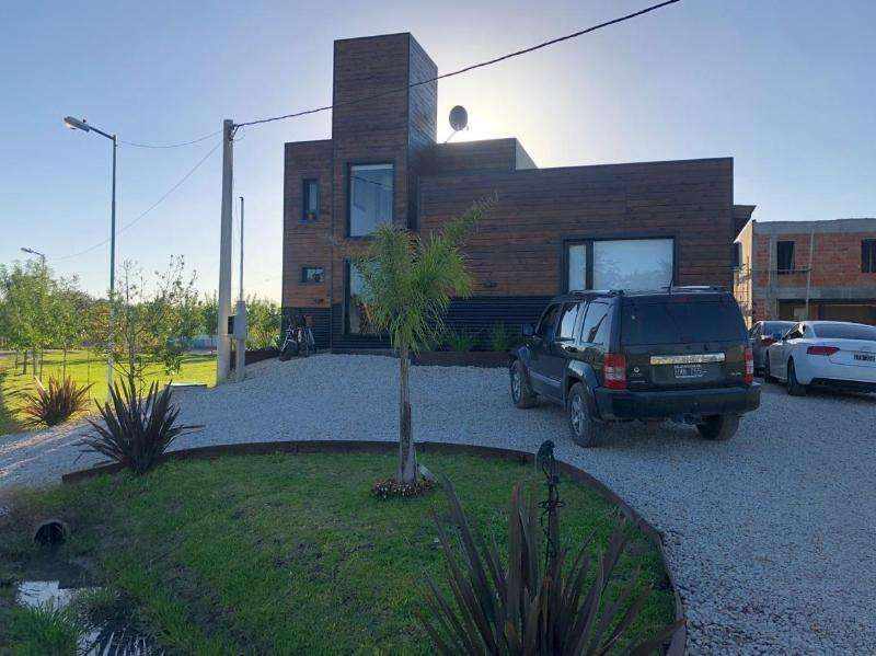 Ridella Propiedades Casa en venta en Barrio privado el Cauce, City Bell
