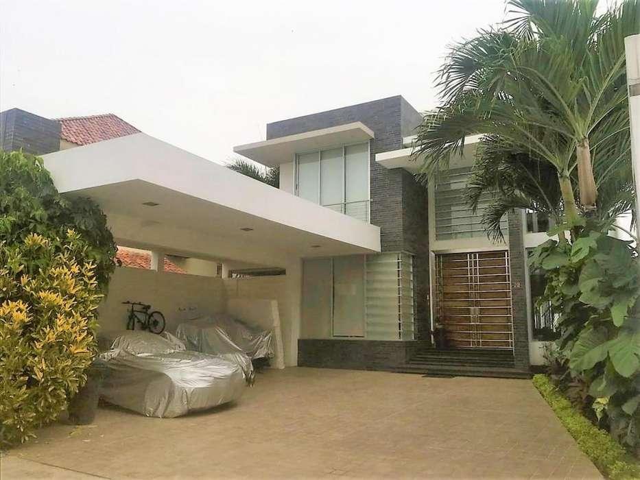 Casa de Venta Vía a la Costa, Urb. Laguna Club, diseño moderno.