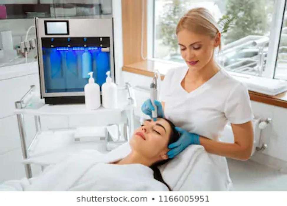 Se Necesita Cosmetologa