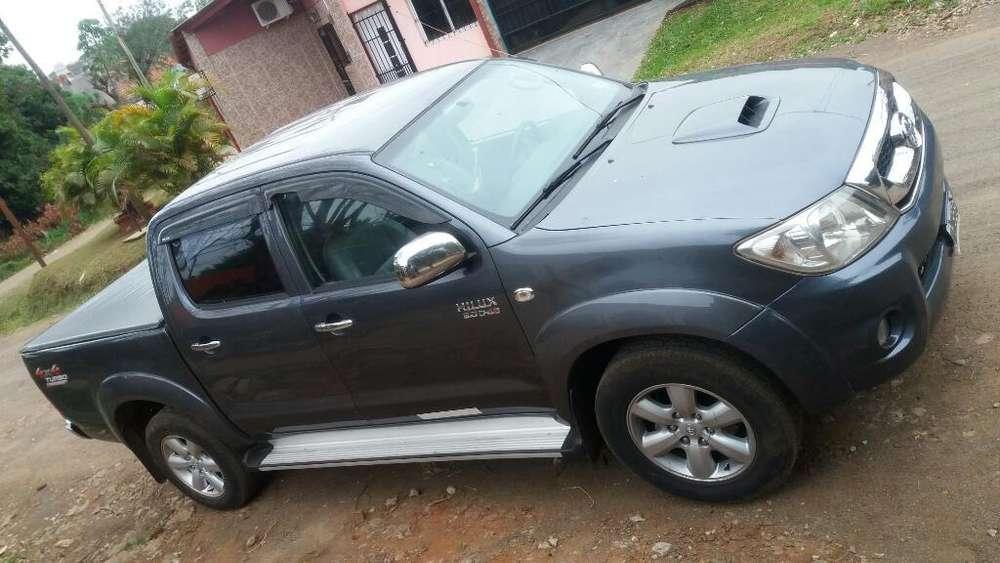 Toyota Hilux 2011 - 298000 km