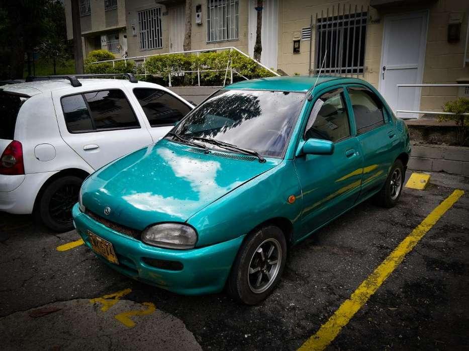 Mazda 121 1998 - 240 km