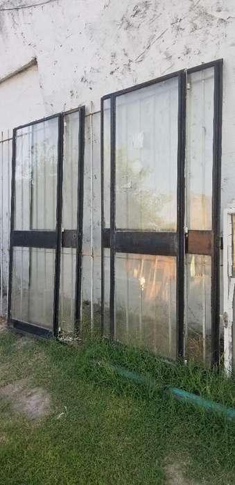 Vendo 4 Puertas de Hierro con Vidrios