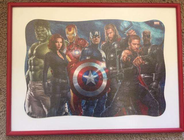 Rompecabezas personajes de Marvel hecho cuadro.