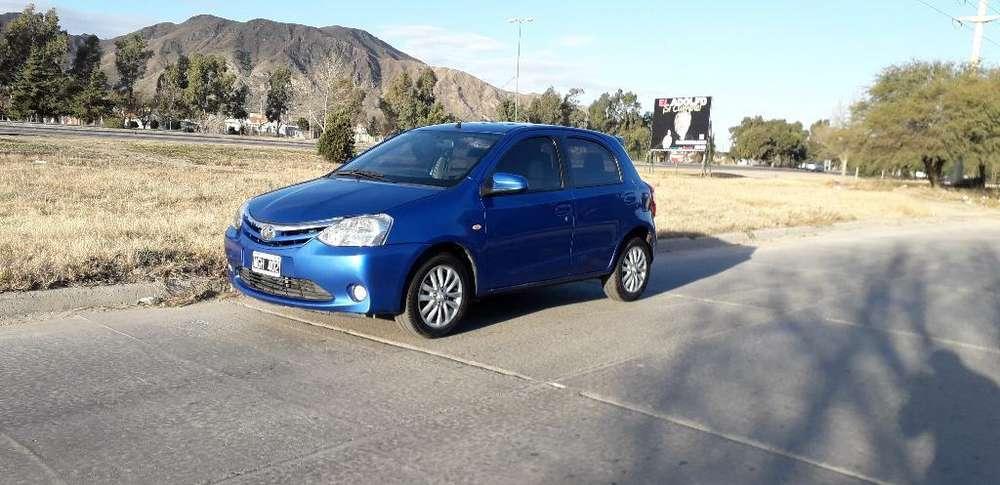 Toyota Etios 2013 - 99000 km