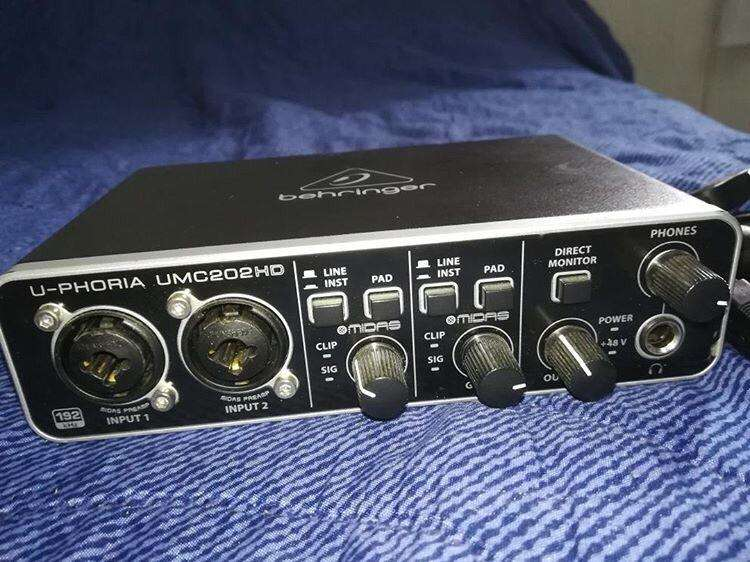 Tarjeta de Audio Behringer-Umc202Hd