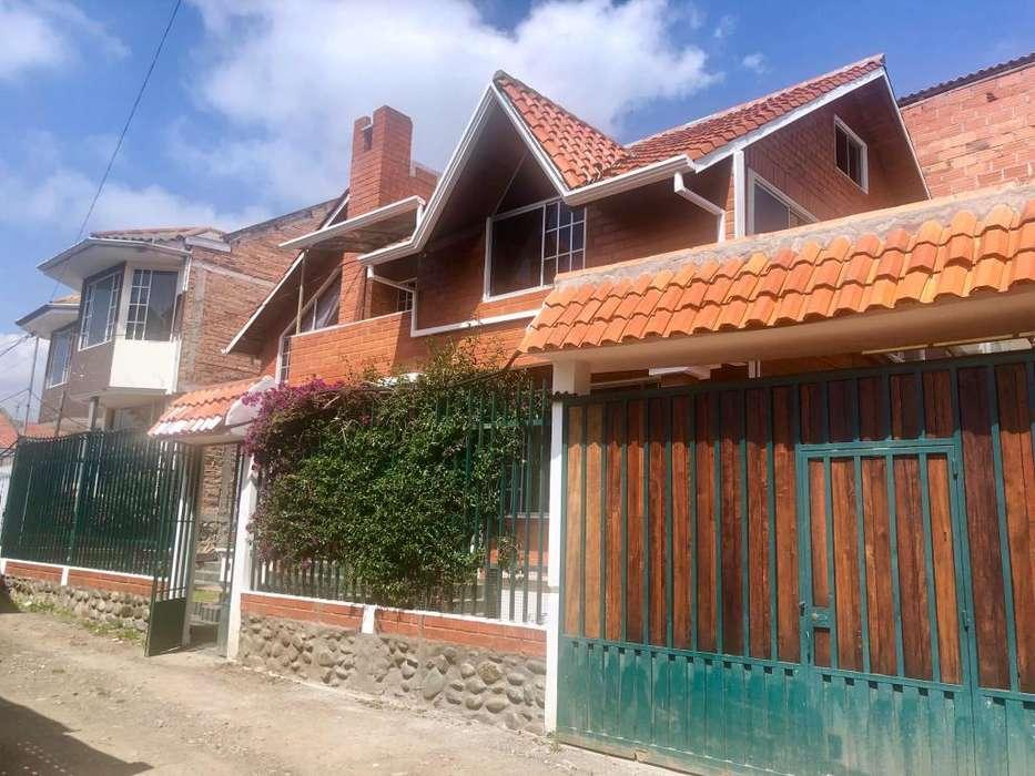Casa de Venta, con amplio espacio verde