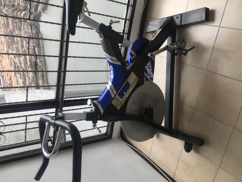 Dos bicicletas para gym