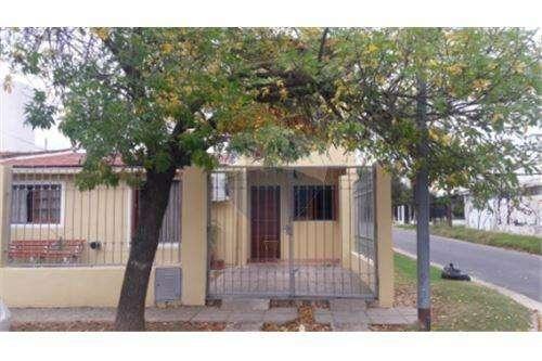 Venta casa esquina 4 dorm. Parque Capital Córdoba