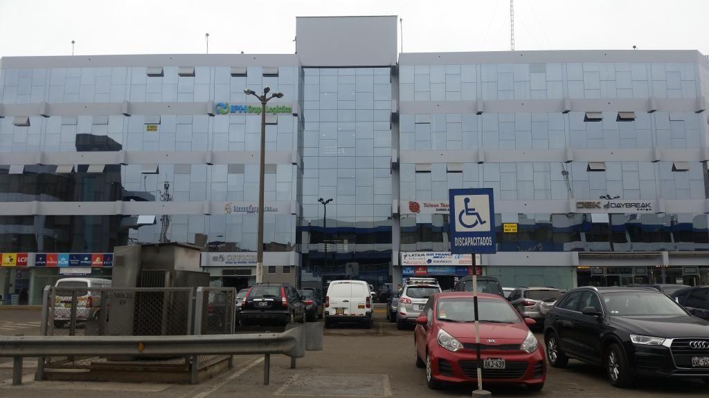 Alquilo espectacular oficina en el Centro Aéreo Comercial