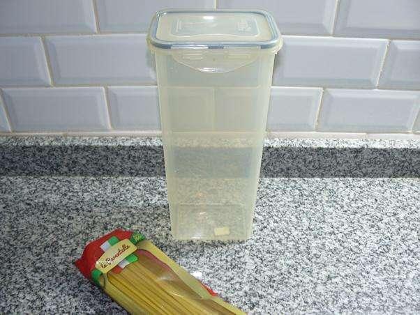 """Tupper marca """"Lock & Lock"""" con tapa hermética para fideos o cereales - (Se retira x BELGRANO, C.F.)"""