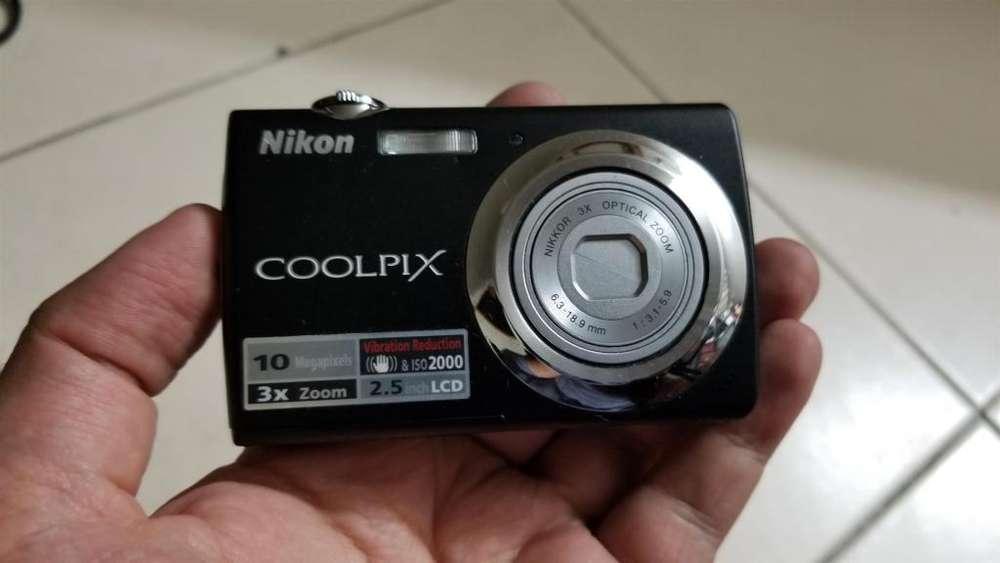 Cámara <strong>digital</strong> Nikon Coolpix