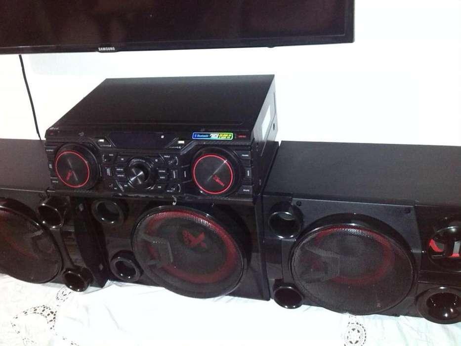 vendo Equipo de sonido LG de Alta Fidelidad CM8450 29000w o cambio por moto