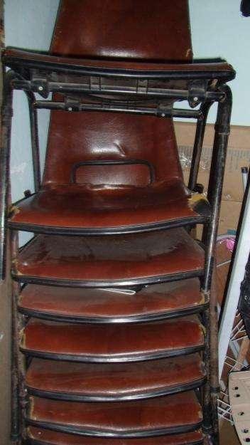 Vendo juego de <strong>silla</strong>s muy buenas en hierro y cuero vintage.