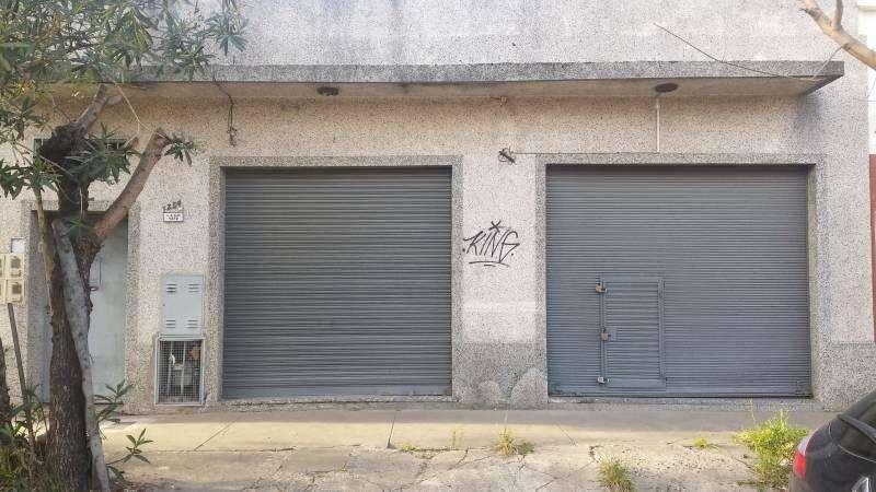 Local con 3 departamentos internos en venta. Bernal Oeste. Alem e/ L. Mara Campos y Gral. Alvarez.