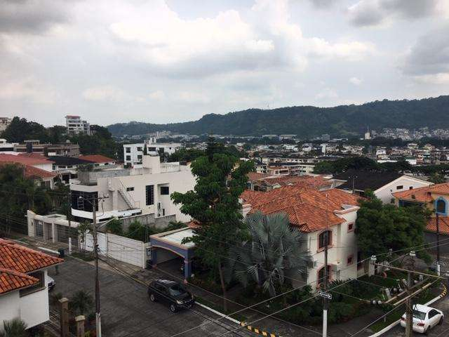 Venta <strong>departamento</strong> de 2 dormitorios linda vista en Porton de las Lomas en Urdesa