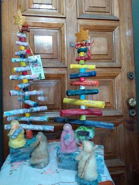 Arbolitos de navidad rústicos con María,José y el niño.