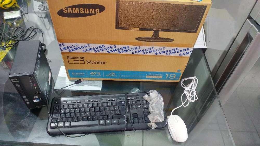 Computadora Compaq Mini con Monitor Led