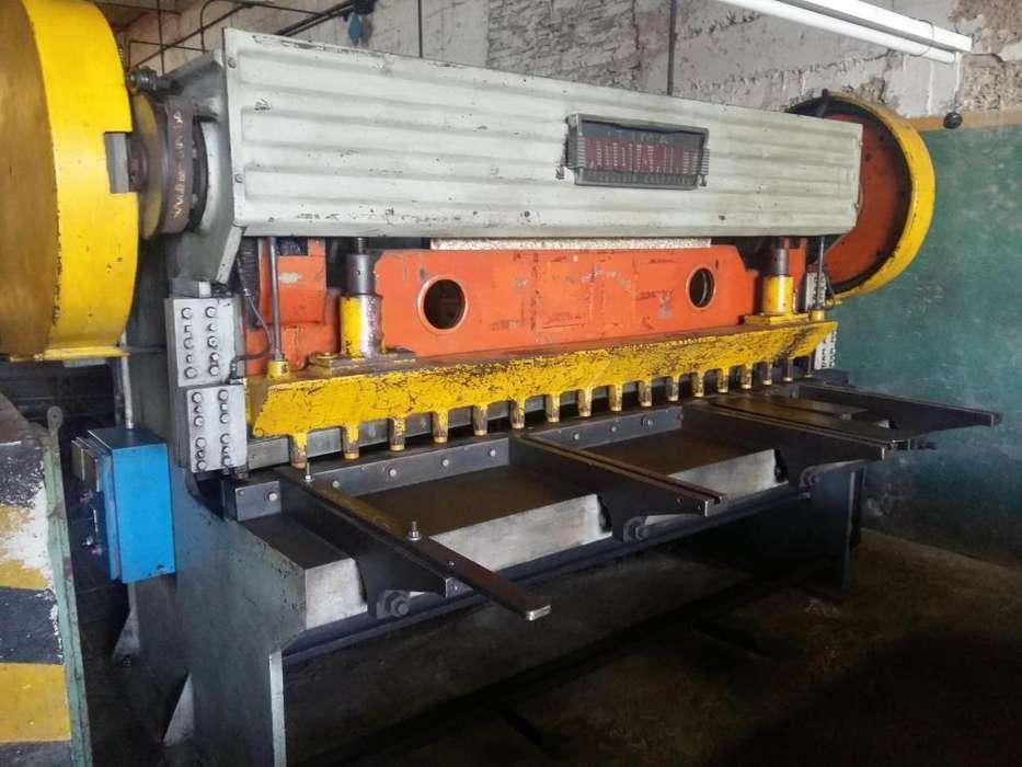 Guillotina De Chapa marca Diamint De 2500 Mm X 4.5 Mm Mecanica.