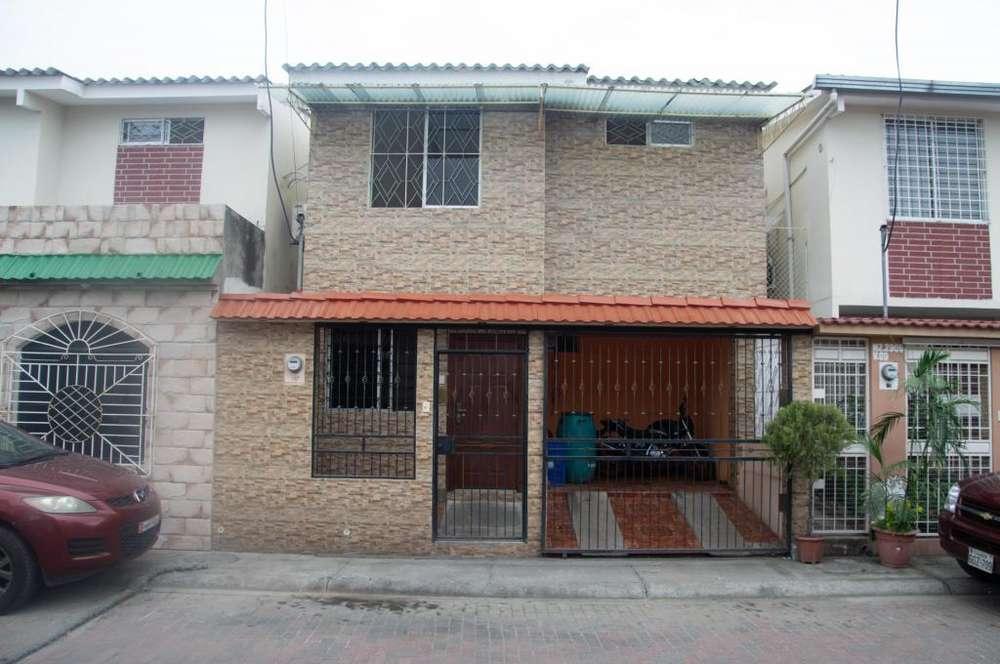 Venta de Casa, Urb. Plaza Victoria - Mucho Lote 2, Norte de Guayaquil