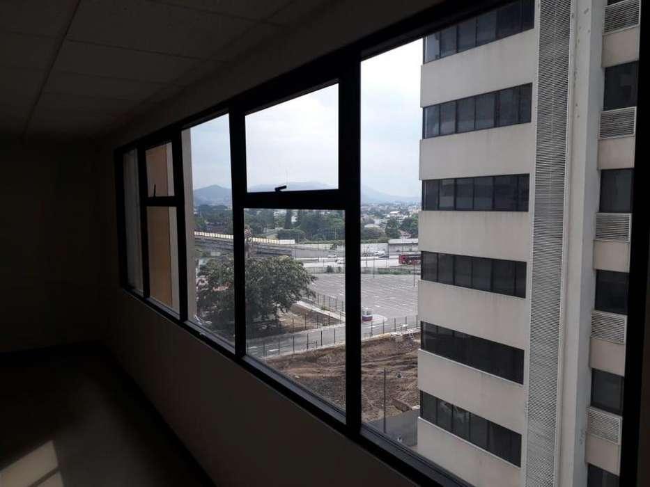Venta De Oficina En Puerto Santa Ana, <strong>edificio</strong> EMPORIUM De Estreno