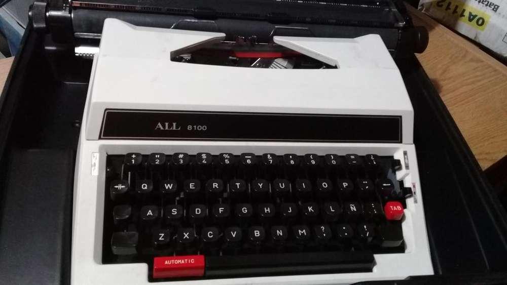 Máquina de escribir retro, portátil con valija funciona, como nueva!!! Urgente por viaje!!