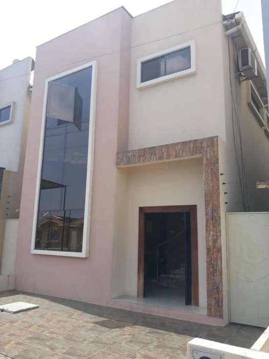 En Urb. Privada se Vende Hermosa Casa Minimalista de 3 dormitorios con baño independiente, espacio para piscina