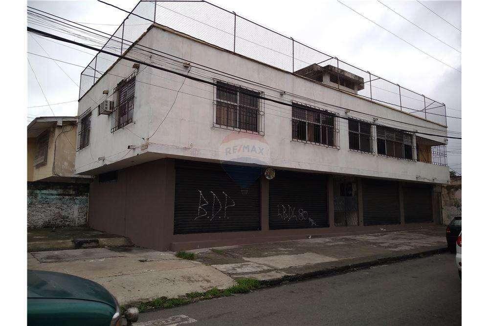 Casa Rentera de Venta en Urdesa Central