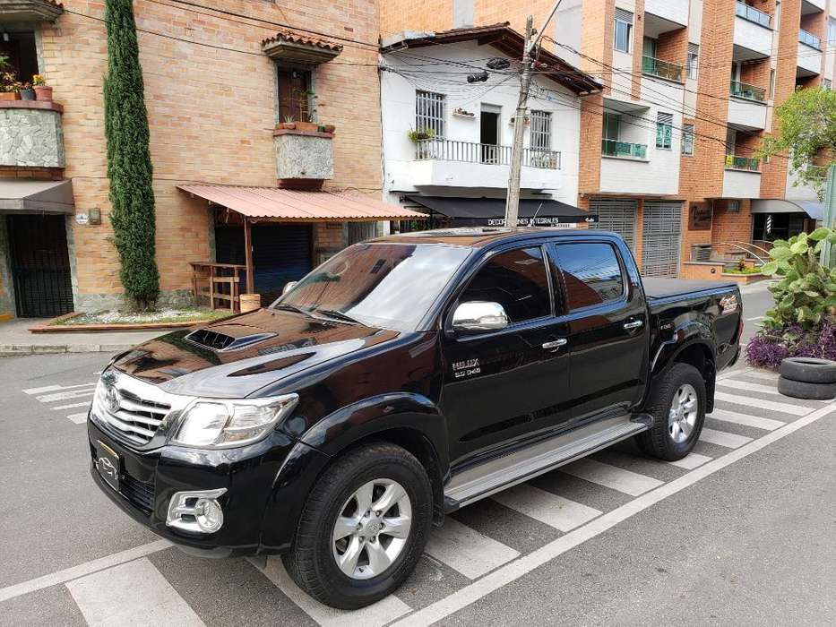 Toyota Hilux 2011 - 100000 km