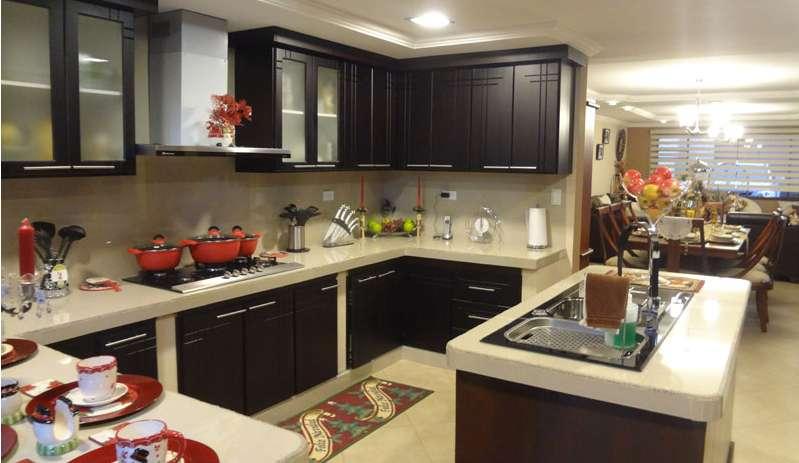 Casa en Venta con 5 dormitorios y local Sector El Cebollar