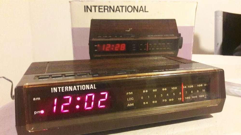 Radio Reloj Despertador International
