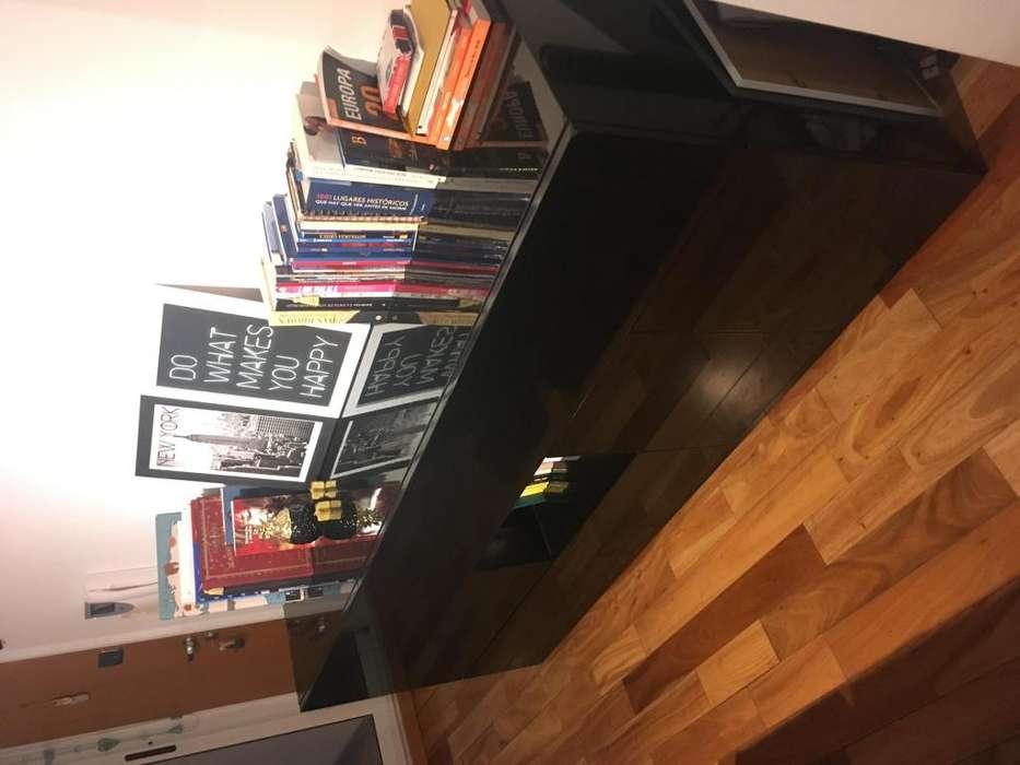 Mueble tipo comoda en madera laqueada negra