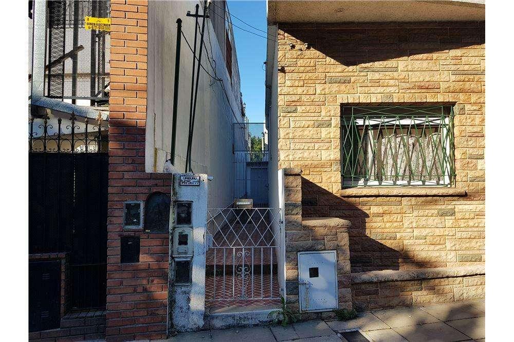 VENTA DE CASA - PH 3 ambientes patio Bernal