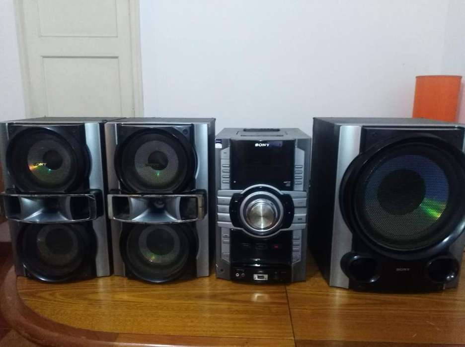 Equipo de música Sony Genezi 12.000 Watts