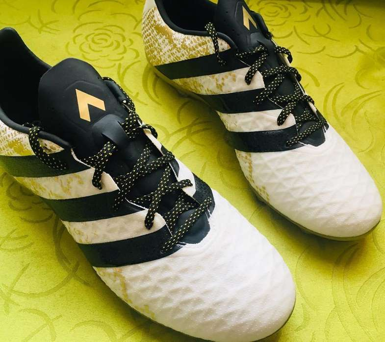 Zapatos Adidas futbol nuevos