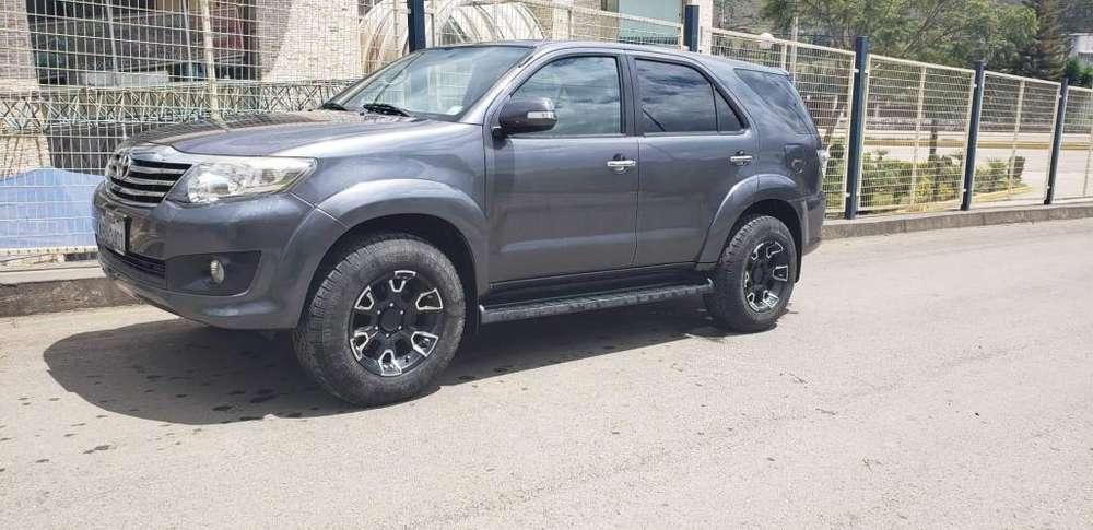 Toyota Fortuner 2013 - 64000 km