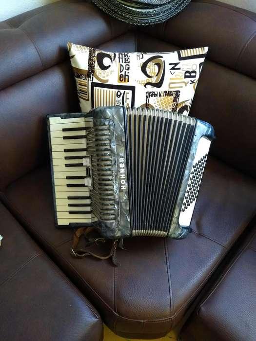 Se vende acordeon hohner piano 48 bajos como nuevo 3185083183