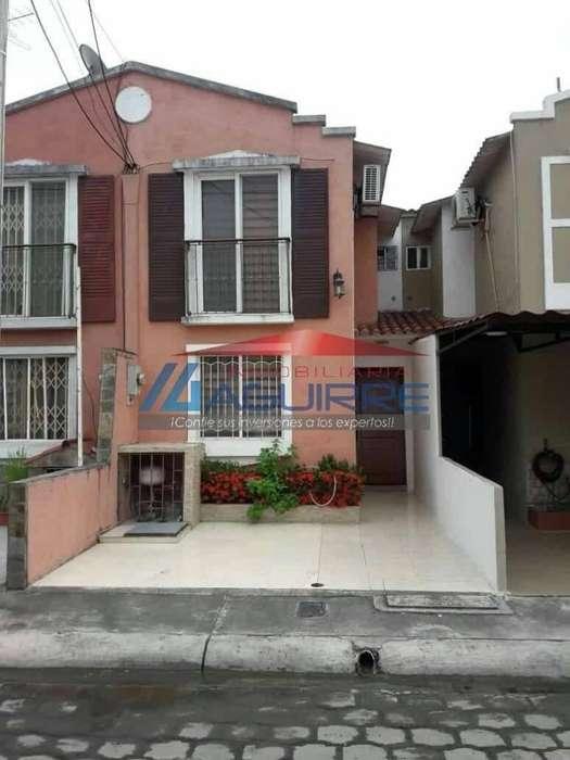 Venta de Casa en Urbanización Santa Inés, Sector Shopping