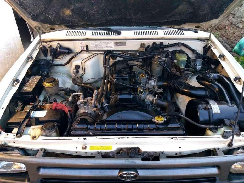 Toyota Hilux 1997 - 650000 km