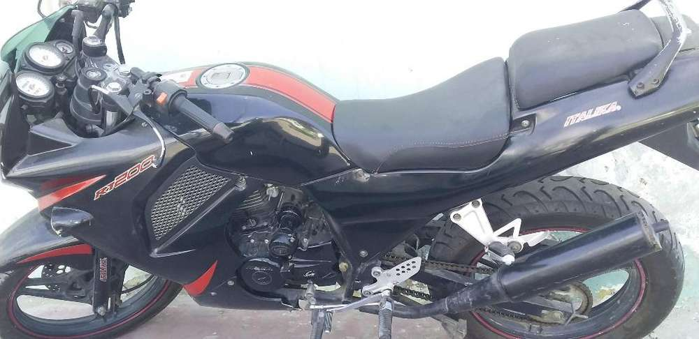 Vendo Moto Lineal Pistera 2 Escapes 200