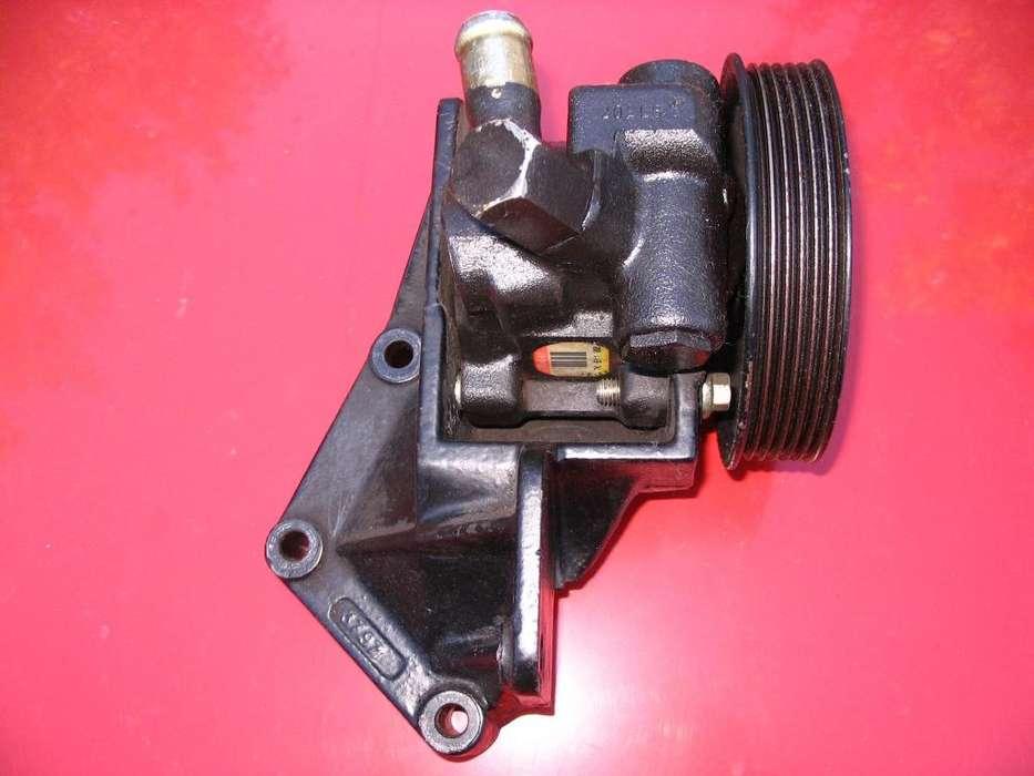 Bomba Direccion Hidraulica con soporte Ford Fiesta 1.4 Zetec 16v