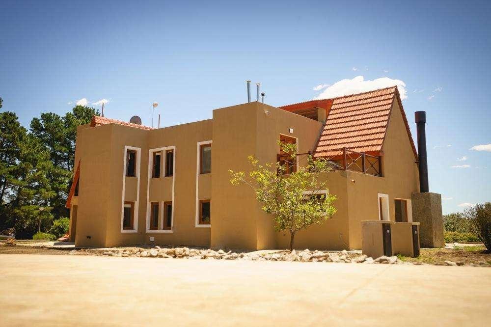 uw72 - Cabaña para 2 a 4 personas con pileta y cochera en Tandil