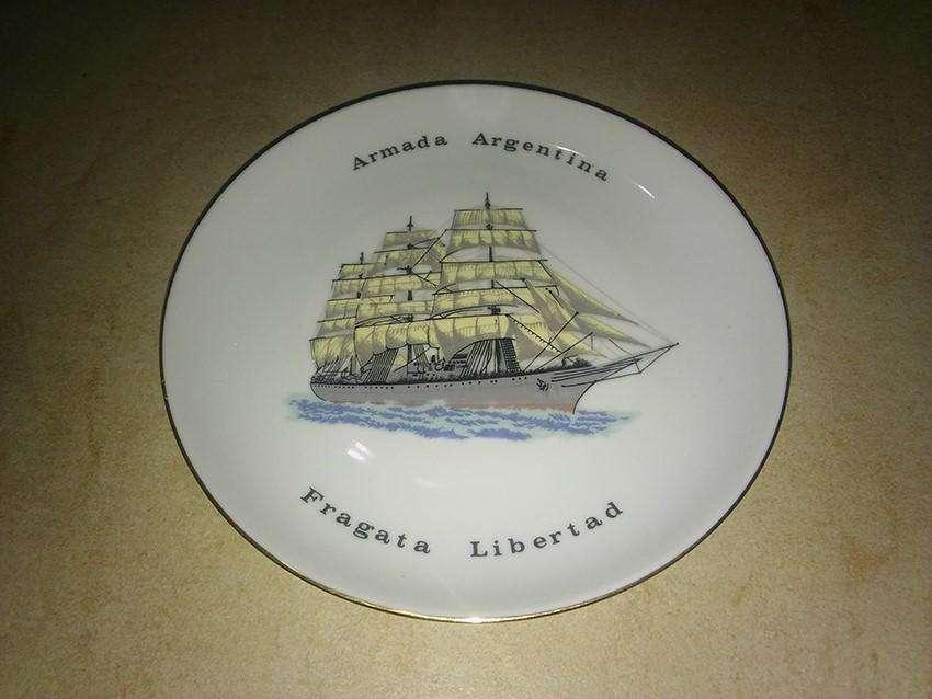 Plato decorativo, Armada Argentina, Fragata Libertad, usado.