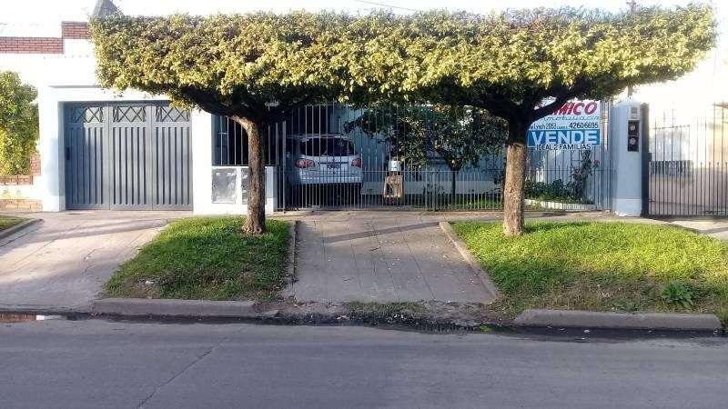 !!! ATENCION INVERSORES !!! BUENA PROPIEDAD APTA PARA DOS FAMILIAS A 100 MTS DE AVDA. CAAGUAZU