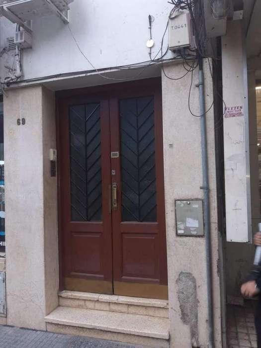 Depósito en Venta sobre calle La Rioja- Zona muy comercial