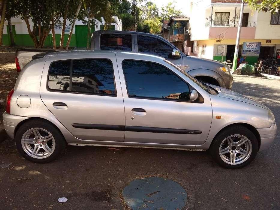 Renault Clio  2002 - 174500 km