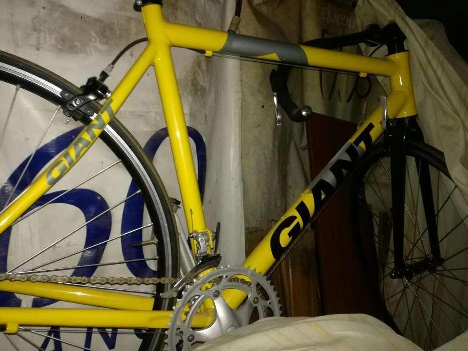 Bicicleta de Carrera Giant Rodado 26