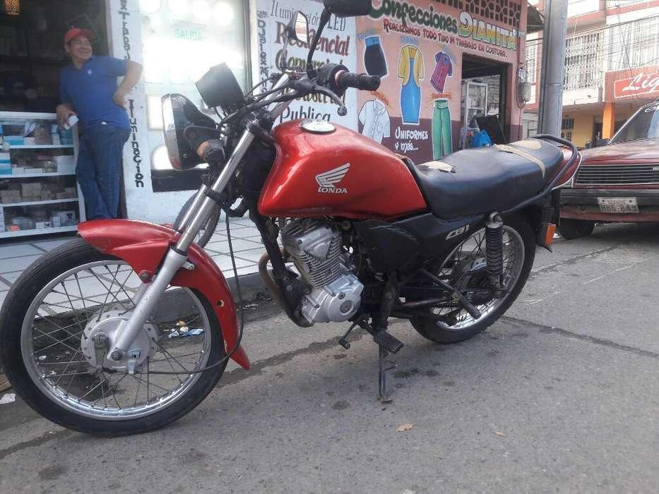 Vendo Moto Honda Cb 1 Año 2012